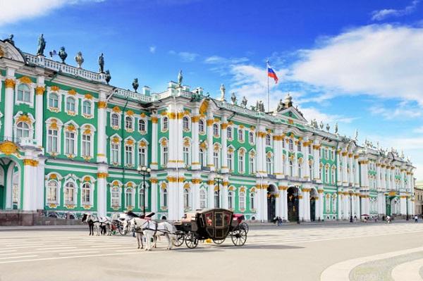 St. Petersburg, Nga: Được coi là trung tâm văn hóa của Nga, thành phố St. Petersburg nổi tiếng với những đường phố nghệ thuật như Nevsky Prospekt, Troitskaya Ploshchad và quảng trường Cung điện.