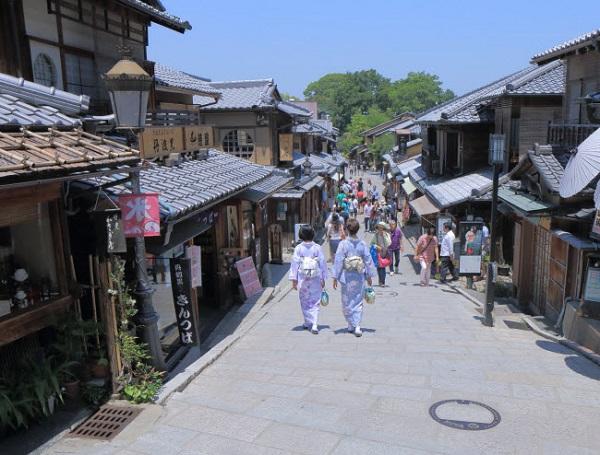 Kyoto, Nhật Bản: Cố đô của Nhật Bản nổi tiếng với những khu vườn xanh mướt, các ngôi đền linh thiêng và giàu lịch sử. Higashiyama (ảnh) là quận có kiến trúc và văn hóa đặc trưng nhất của Nhật Bản.