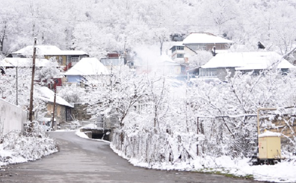 Mùa đông tuyết trắng ở vùng Tây Á. Ảnh: Hoài Phong.