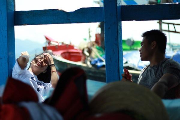 Nụ cười bình yên mà du khách có được sau khoảng thời gian sống cùng người xã đảo Bích Đầm - Ảnh: Bông Mai