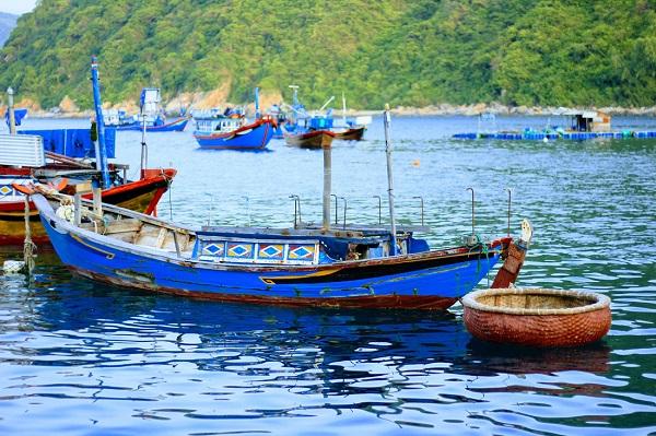 Con tàu trở thành người bạn tri âm tri kỷ của người dân xã đảo Bích Đầm - Ảnh: Bông Mai
