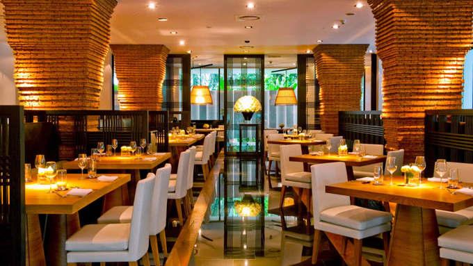 10. Nahm, Bangkok, Thái Lan  Nhà hàng Nahm là nơi phục vụ những món ăn đậm đà hương vị, thể hiện rõ nét ẩm thực Thái Lan.