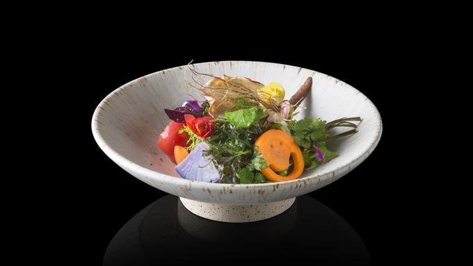 2. Den, Tokyo, Nhật Bản  Được biết tới với phong cách tiếp cận hiện đại tới kaiseki - ẩm thực thượng hạng xứ hoa anh đào, nhà hàng Den ở Tokyo là nơi du khách sành ăn không thể bỏ qua.