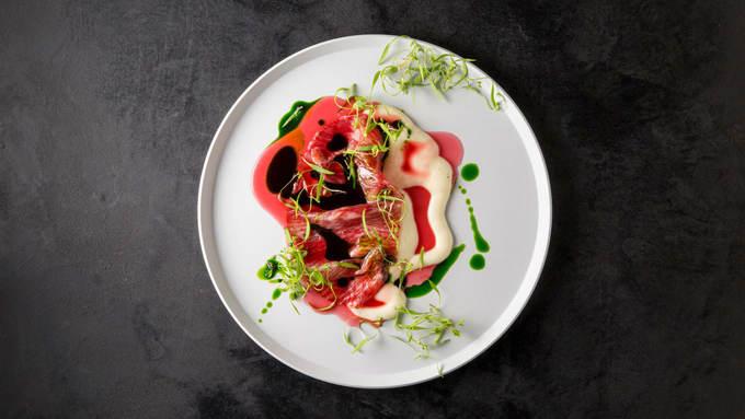 3. Florilege, Tokyo, Nhật Bản  Thêm một nhà hàng ở Tokyo nữa trong danh sách nhưng mang phong cách ẩm thực Pháp hiện đại. Đầu bếp chính của nhà hàng là Hiroyasu Kawate, một người có trí tưởng tượng, sáng tạo dồi dào.