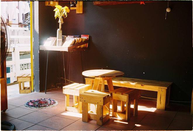 3-quan-cafe-phong-cach-hoai-co-o-da-nang-de-ban-tan-huong-khong-khi-thoi-ong-ba-anh-ivivu-10
