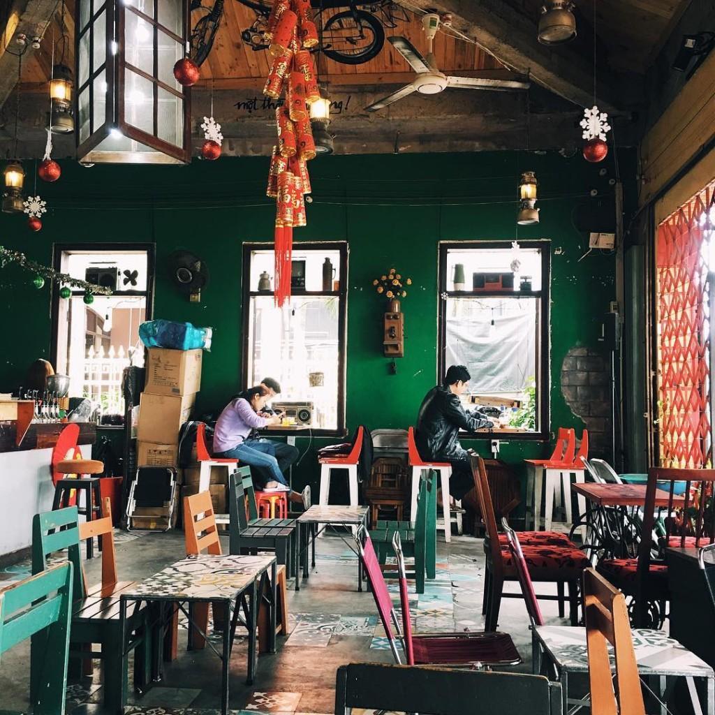 3-quan-cafe-phong-cach-hoai-co-o-da-nang-de-ban-tan-huong-khong-khi-thoi-ong-ba-anh-ivivu-11
