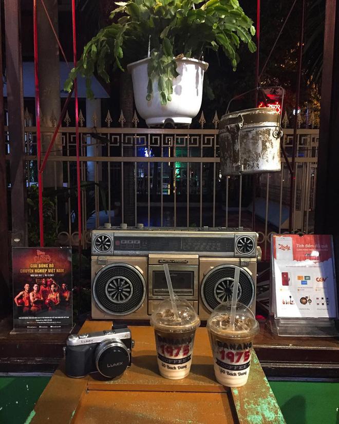 3-quan-cafe-phong-cach-hoai-co-o-da-nang-de-ban-tan-huong-khong-khi-thoi-ong-ba-anh-ivivu-15