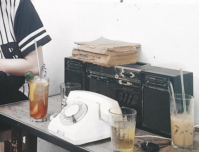 3-quan-cafe-phong-cach-hoai-co-o-da-nang-de-ban-tan-huong-khong-khi-thoi-ong-ba-anh-ivivu-5