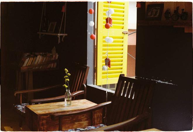 3-quan-cafe-phong-cach-hoai-co-o-da-nang-de-ban-tan-huong-khong-khi-thoi-ong-ba-anh-ivivu-7