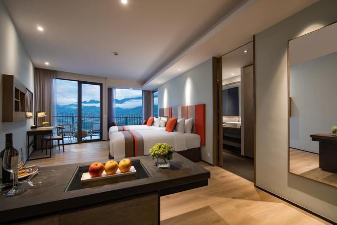Nơi này có 223 phòng, khách có thể chọn các loại khác nhau như deluxe, suite… giá từ 2,2 triệu đồng/đêm, phù hợp với khách có hầu bao rủng rỉnh, muốn trải nghiệm dịch vụ cao cấp giữa núi rừng Sa Pa. Phòng ở đây có ưu điểm là rộng rãi, view đẹp, nội thất hiện đại, tuy nhiên một số hạng mục vẫn còn trong giai đoạn hoàn thiện.