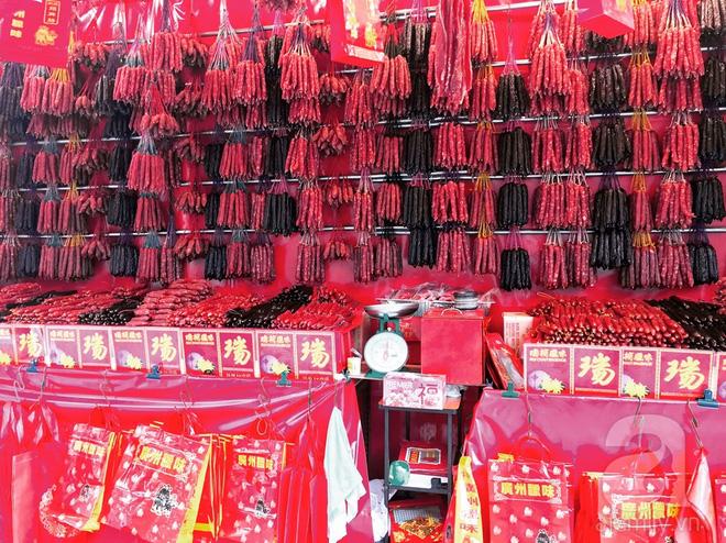 Lạp xưởng và các loại thịt ướp khô là đặc sản nổi tiếng của Singapore. (Ảnh H.T)