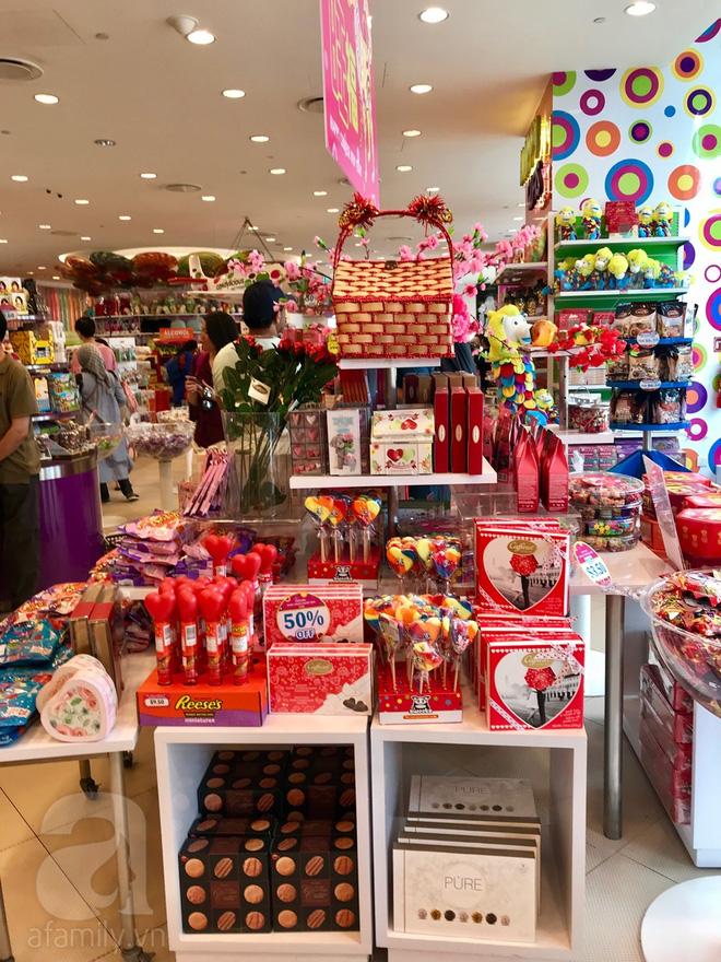 Candylicious là nơi tề tựu của hàng trăm loại kẹo bánh của đủ mọi nhãn hiệu.