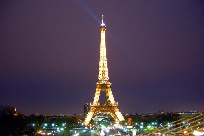 Tháp Eiffel vĩ đại là một biểu tượng không chỉ dành riêng cho Paris. Ảnh: Quốc Đại