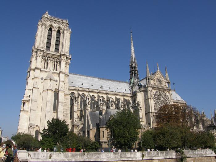 Nhà thờ Đức Bà đã được nhiều người biết đến qua tác phẩm văn học cùng tên. Ảnh: Quốc Đại