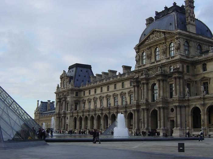 Những chạm khắc kỹ xảo đã đưa Louvre trở thành một kiệt tác nghệ thuật của thế giới. Ảnh: Quốc Đại