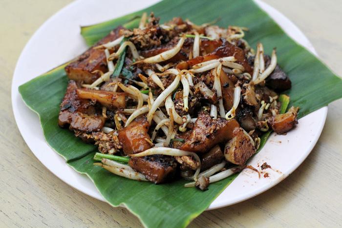 Món bánh củ cải - Quán Chị Em Yao - Ảnh: willflyforfood.net