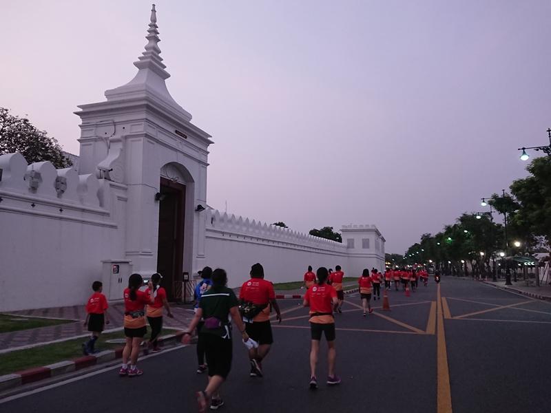 Đường chạy đi qua Hoàng Cung Thái Lan