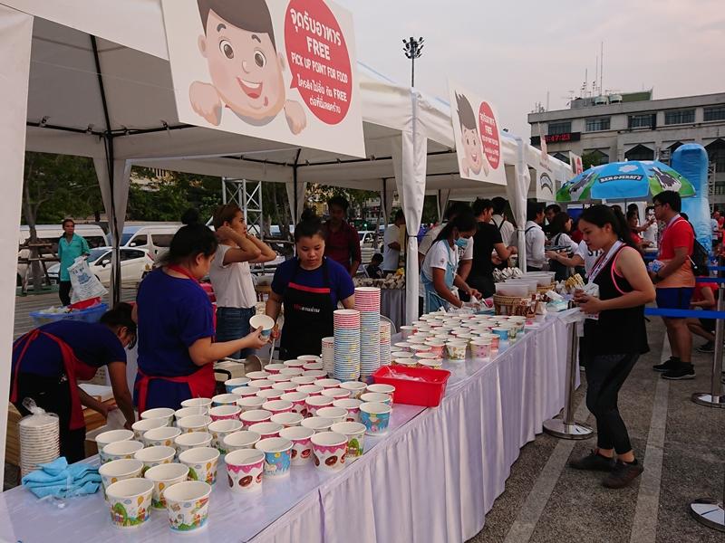Ban tổ chức đã chuẩn bị sẵn rất nhiều đồ ăn sáng