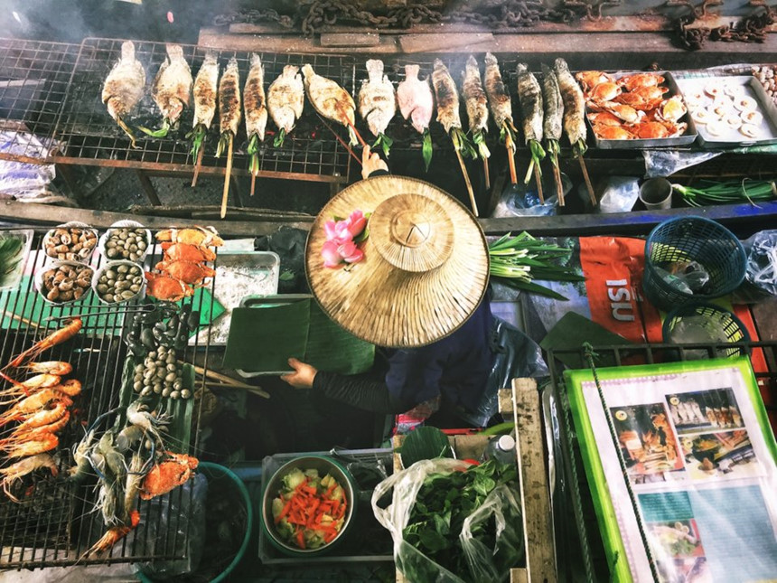 Thái Lan: Tại Thái Lan, tiền tip là khoản phí không bắt buộc, tuy nhiên việc làm tròn hóa đơn luôn là hành động được đánh giá cao. Ảnh: Lisheng Chang/Unsplash.