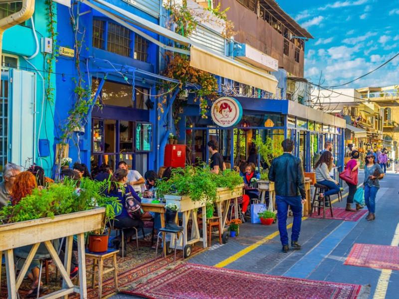 Israel: Các nhà hàng ở Israel thường tính thêm phí dịch vụ trong hóa đơn. Tuy nhiên, khách hàng nên để lại một chút tiền tip riêng cho các nhân viên phục vụ. Ảnh: eFesenko/Shutterstock.