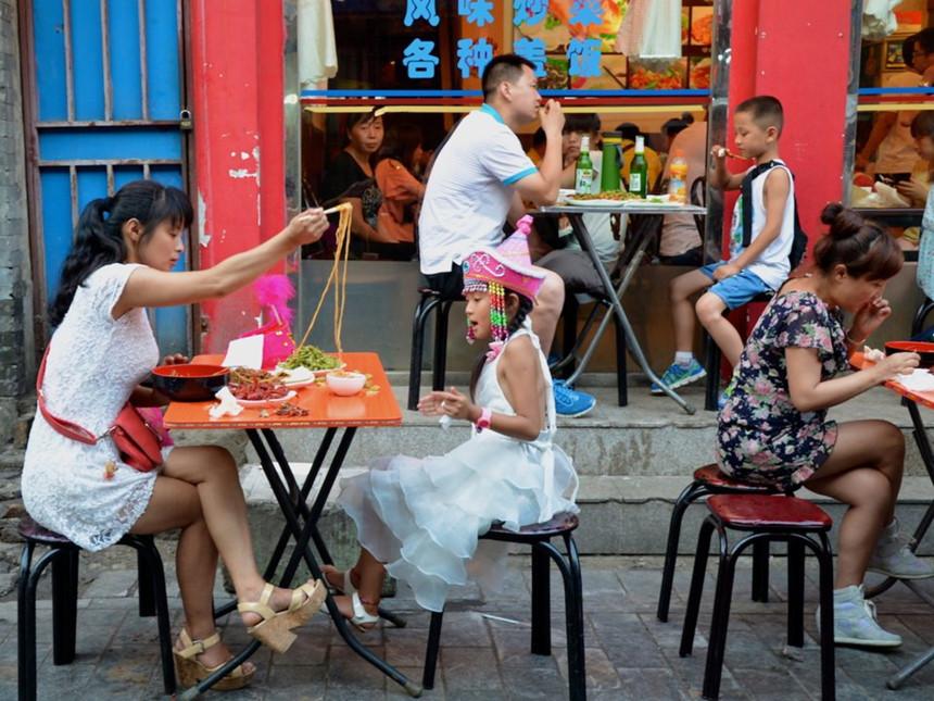 Trung Quốc: Tiền tip không phải là một phần của nền văn hoá Trung Quốc và phần lớn các nhà hàng, khách sạn hay quán bar đều không yêu cầu khoản tiền này. Tuy nhiên, gần đây, việc để lại tiền tip đang dần trở nên phổ biến hơn. Ảnh: Angela Ostafichuk/Shutterstock.
