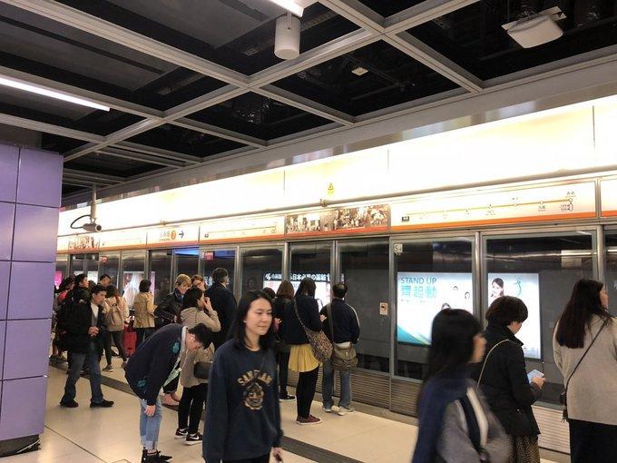 Will cũng đánh giá cao thiết kế an toàn của hệ thống cửa tự động tại nhà ga, với thông tin rõ ràng để hành khách biết lên cửa nào.