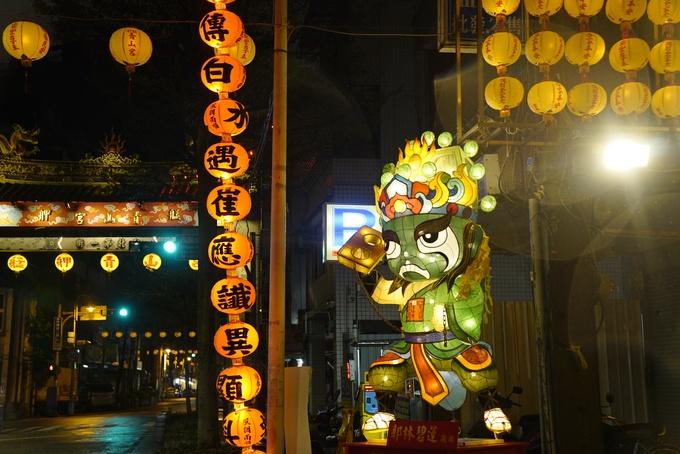Dọc các con đường ở Đài Bắc cũng có đèn lồng trang trí. Du khách có thể đến một số điểm tham quan như Taipei Railway Department, Bưu điện Đài Bắc, Mitsui Warehouse... để tham gia lễ hội, chụp ảnh đến ngày 4/3.
