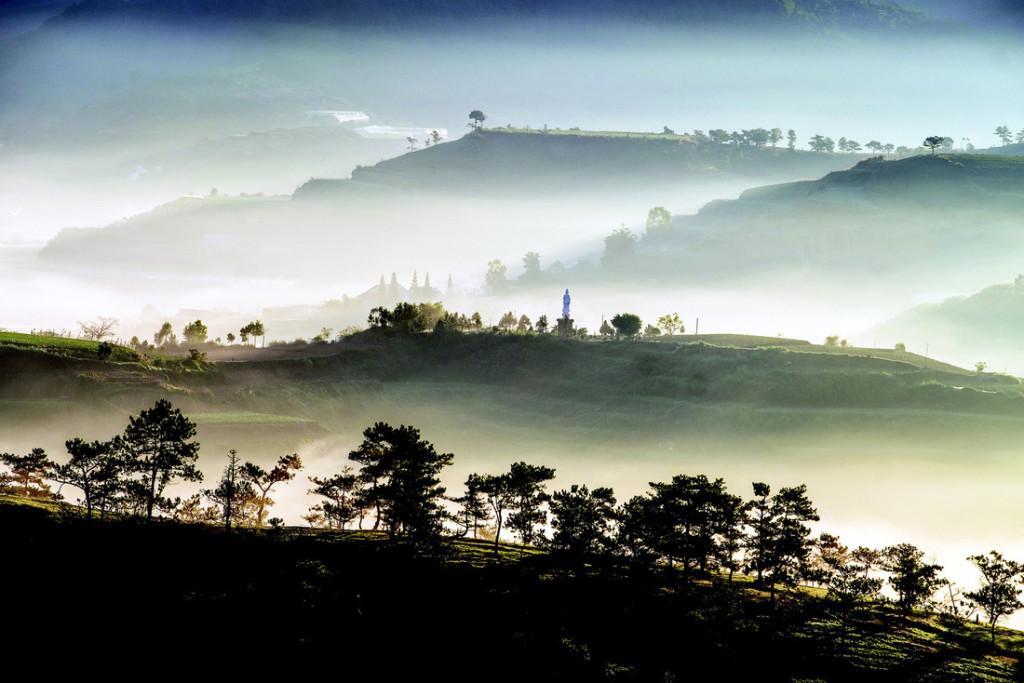 Đà Lạt trong sương sớm - Ảnh: NGUYỄN THANH HẢI