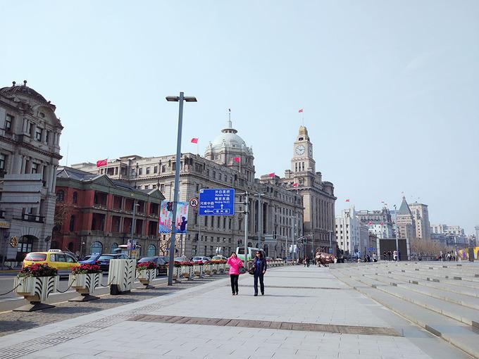 Ở Thượng Hải bạn hoàn toàn có thể đi tham quan theo chủ đề riêng, chẳng hạn muốn mua sắm thì đến phố Nam Kinh, Hoài Hải Lộ, Ngũ Giác Trường, Hoàn Cầu Cảng…