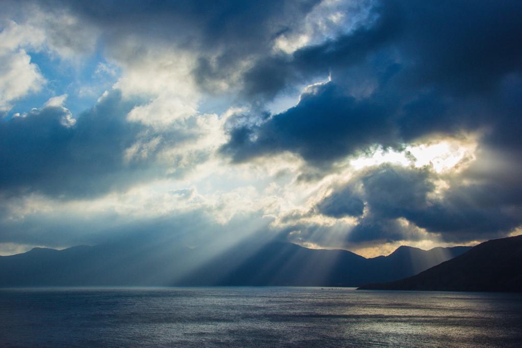 Một buổi chiều trên biển với những tia sáng ma mị. Khung cảnh ở Côn Đảo luôn đem lại cho du khách cảm giác nhẹ nhàng, đất trời như hòa quyện.