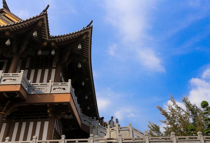 Theo trụ trì chùa, khi xây dựng mới, nhà chùa trở về với trạng thái nguyên sơ, không trang trí các linh vật như rồng phụng bởi đây thuộc về văn hoá cung đình.