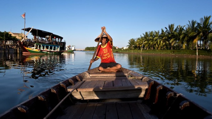 """Sông Thu Bồn  Việt Nam là một trong những nước có phong cảnh """"ăn ảnh"""" ở châu Á, theo CNN Travel. Danh sách điểm đến đẹp nhất tại đây không thể thiếu sông Thu Bồn ở miền Trung. Sông bắt nguồn từ núi Ngọc Linh (Kon Tum) rồi chảy qua phố cổ Hội An (Quảng Nam) ra biển Cửa Đại. Ảnh: Dael De La Rey."""