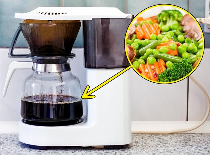 Hấp đồ ăn bằng máy pha cà phê  Ngoài trứng, bánh mì, bạn cũng có thể hấp một số đồ ăn với máy pha cà phê như rau củ, khoai lang...