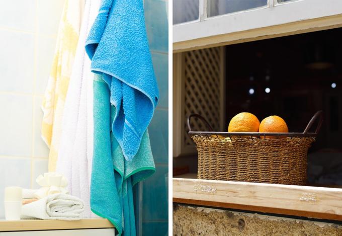 Dùng khăn tắm làm mát phòng  Nếu thuê phòng khách sạn trong một ngày nắng nóng mà điều hòa lại hỏng thì thật sự thảm họa. Nhưng đừng quá tuyệt vọng, hãy mở cửa sổ và treo lên đó chiếc khăn tắm đã được nhúng nước. Hơi ẩm từ chiếc khăn sẽ tỏa đi khắp phòng, làm giảm bớt nhiệt độ.