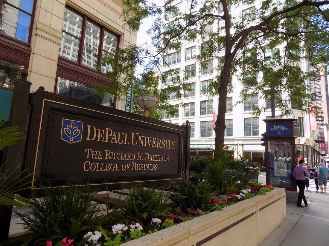 Trường đại học Kinh Doanh mang tên Richard H.Driehaus - nhà kinh doanh người Mỹ nổi tiếng sinh ra ở Chicago