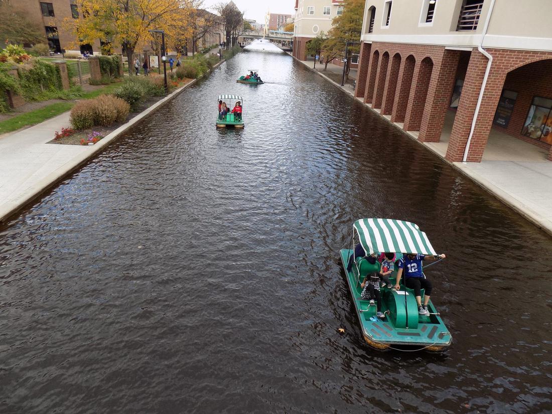 Con kênh đào Indianapolis sẽ là nơi lý tưởng cho du khách đi bộ ngắm cảnh hay đạp thuyền dọc kênh