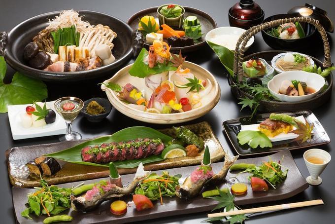 Bữa trưa hoặc tối dù nhiều món ăn hơn nhưng khẩu phần mỗi món luôn nhỏ bởi người Nhật quan niệm thứ gì càng nhỏ càng có giá trị. Bằng cách chia nhỏ phần ăn, trang trí tinh tế, khéo léo giúp người ăn cảm nhận trọn vẹn dinh dưỡng trong thực phẩm, lại tốt cho dạ dày.
