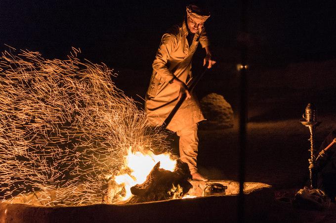 Với Hoàng Lê Giang, đêm cắm trại giữa lòng sa mạc Sahara là kỷ niệm đáng nhớ nhất trong suốt chuyến đi. Cả nhóm băng qua những đồi cát mênh mông rồi như chết lặng bởi cảnh hoàng hôn đầy ma mị giữa lòng sa mạc lặng thinh.