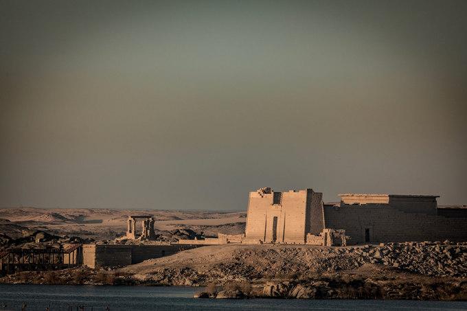 """Ai Cập được xem là cái nôi của văn minh nhân loại. Vùng đất này vẫn ẩn chứa nhiều bí mật chưa được khám phá hết. """"Tôi đượm buồn khi chứng kiến những kiến trúc huy hoàng, nền văn minh vĩ đại giờ chỉ còn là tàn tích"""", Hoàng Lê Giang chia sẻ."""