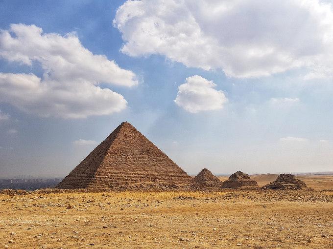 Trong suốt 7.000 năm lịch sử, người Ai Cập đã tạo ra nhiều thành tựu đáng kinh ngạc về văn hoá, tín ngưỡng, khoa học cho đến kiến trúc. Ngày nay, kim tự tháp Ai Cập - một trong 7 kỳ quan của thế giới cổ đại, vẫn là niềm cảm hứng bất tận với cả du khách và các nhà khoa học từ khắp nơi trên thế giới.