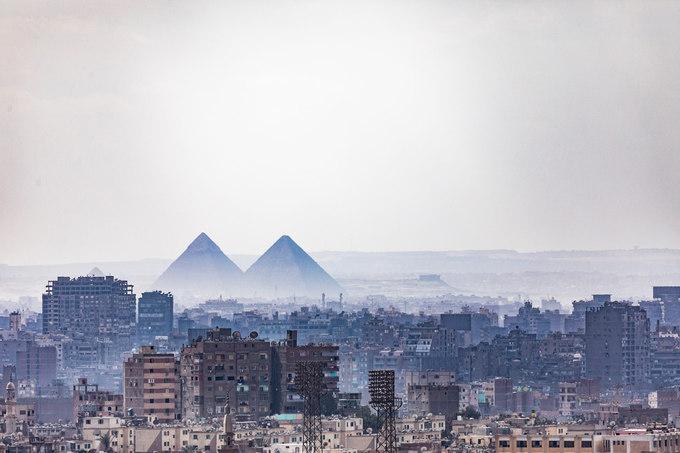 """Giữa cuộc sống hiện đại, kim tự tháp của các Pharaoh vẫn sừng sững đứng đó như câu nói cổ xưa của người Ai Cập: """"Tất cả đều sợ thời gian nhưng thời gian lại sợ kim tự tháp""""."""