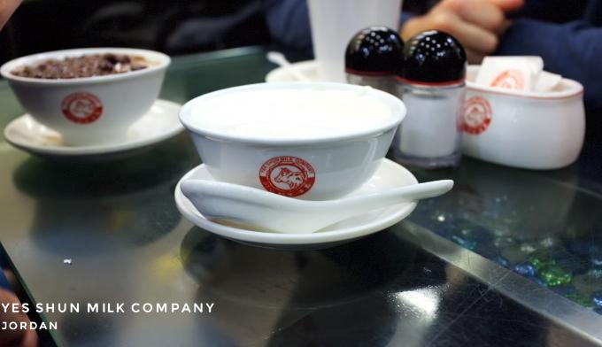 Yes Shun Milk Company  Quán nằm ở khu Jordan với thực đơn là nhiều loại tào phớ ngon như tào phớ đậu đỏ.