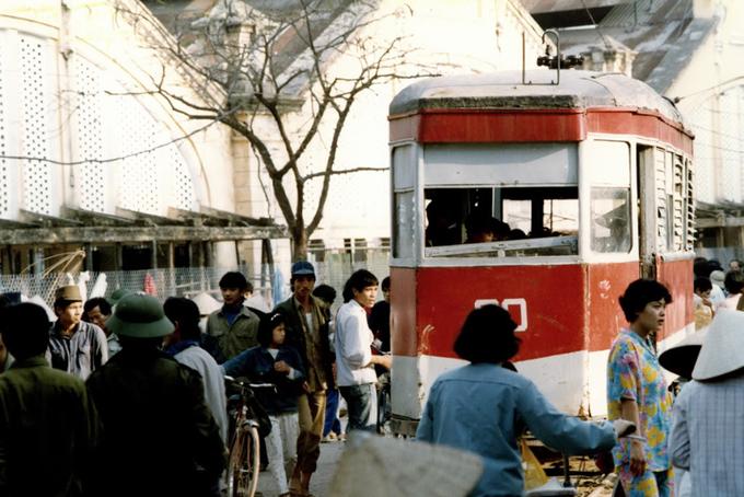 Bức ảnh này chụp khoảng năm 1975, trước khi tàu điện ngừng hoạt động vào đầu năm 1990. Ảnh: Flickr.