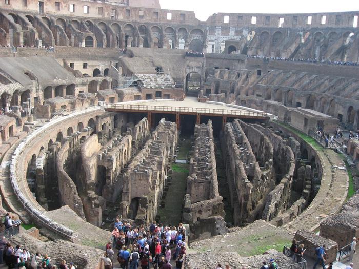 Toàn cảnh của đại hí trường Colosseum nhìn từ trên cao. Ảnh: Lê Thu Lan