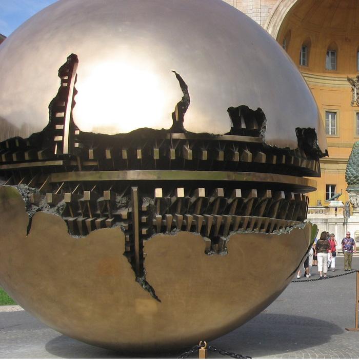 Quả cầu thành Roma cũng là điểm khiến bạn có nhiều bức ảnh selfie cho mình. Ảnh: Lê Thu Lan