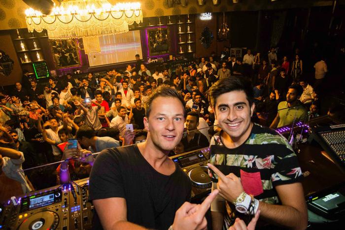Các quán bar đêm ở Mumbai sẽ là những trải nghiệm thú vị với du khách - Ảnh: Treebo