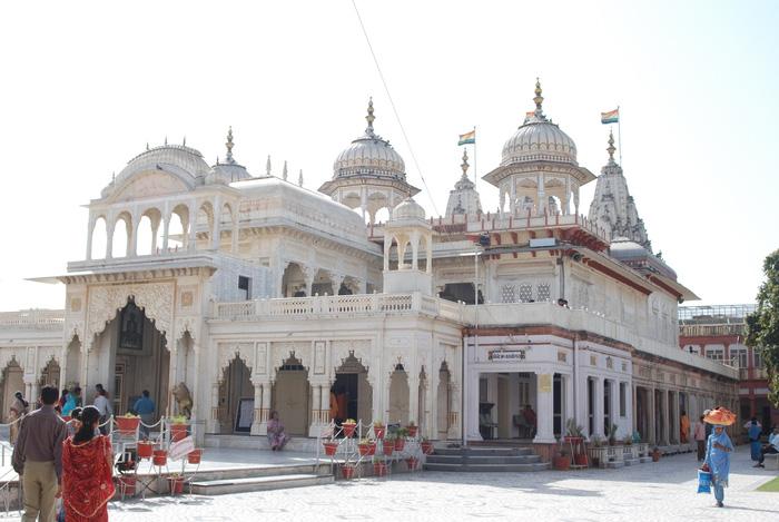 Phía ngoài ngôi đền Jain Temple - Ảnh: travelrope