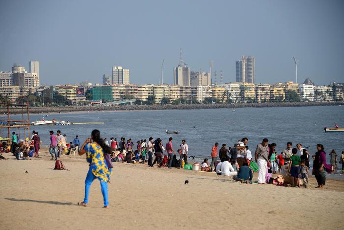 Bờ biển Chowpatty luôn thu hút du khách khi đến Mumbai - Ảnh: mountainsoftravel