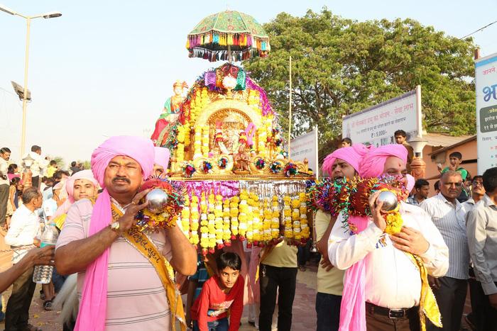 trong những đám rước tế thần hàng năm ở Mumbai