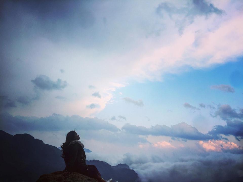 Nếu yêu thích khám phá và không ngại chạy xe đường núi, bạn không thể bỏ qua đỉnh đèo Ô Quy Hồ, đèo dài hùng vĩ nhất miền núi phía Bắc nước ta còn có tên gọi là đèo Hoàng Liên Sơn, trời nắng đẹp bạn sẽ được chiêm ngưỡng vẻ kiêu hùng của đỉnh núi Fansipan từ hướng Lai Châu.